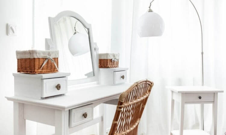 The 7 Best Choice Vanity Sets For Your Beauty Sessions